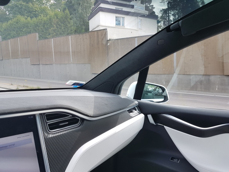 Tesla Model X Right side mirror not folded out